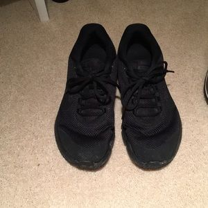 Nike run all day tennis shoes
